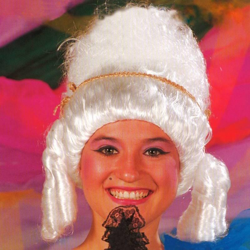 Perruque blanche de duchesse du XVIIIe siècle