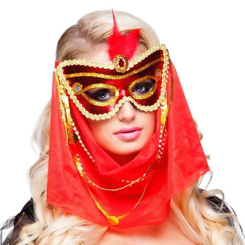 capture produits chauds esthétique de luxe Masque vénitien rouge et or avec un voile et une plume