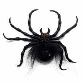 Grosse araignée de 20 cm avec une toile d'araignée