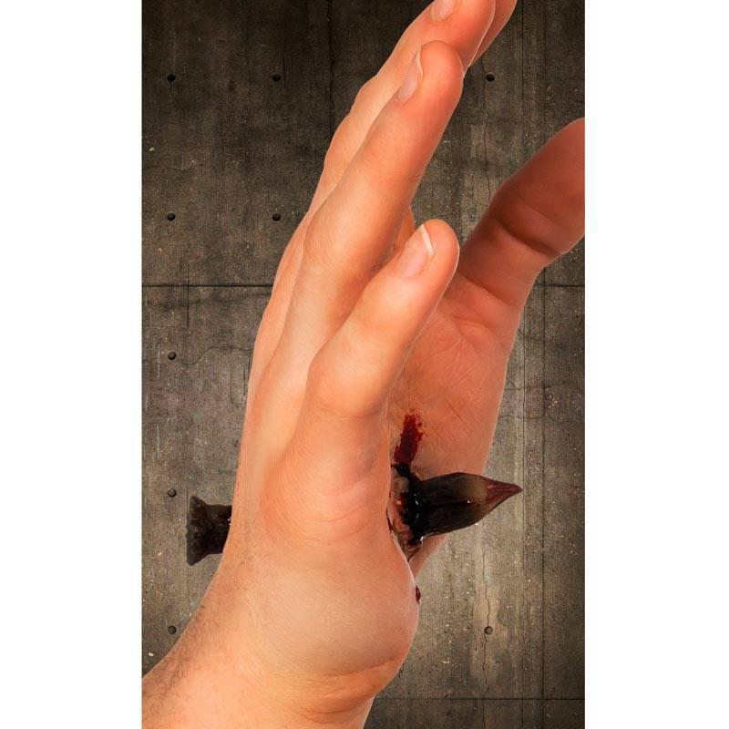 Fausse blessure - Main traversée par un clou