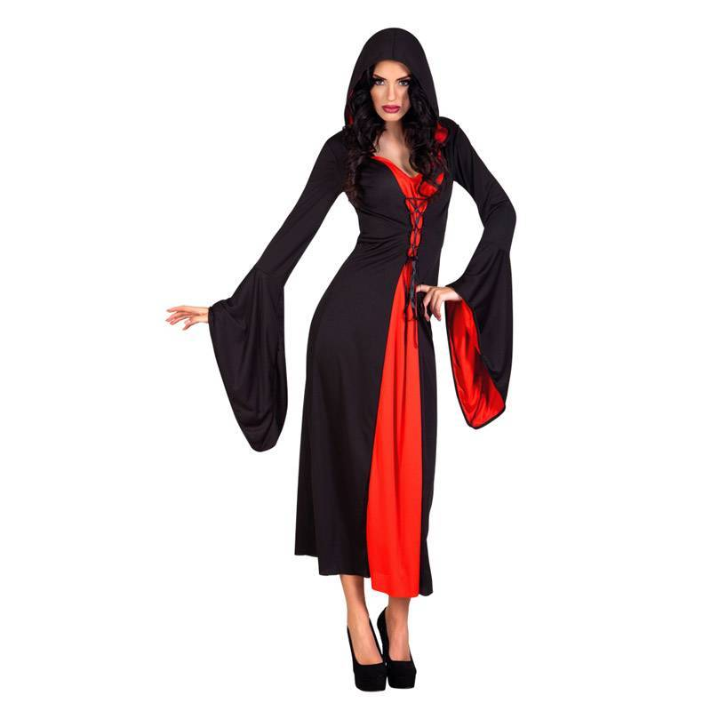Robe rouge et noir avec une capuche