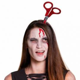 Serre-tête avec paire de ciseaux plantés dans la tête